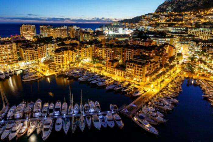 В Монако люди живут долго: мужчины — в среднем до 85 лет, а женщины — до 89.