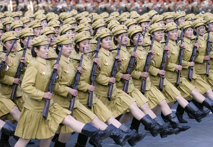 Грандиозный парад на площади имени Ким Ир Сена в честь 70-летия правящей Трудовой партии.
