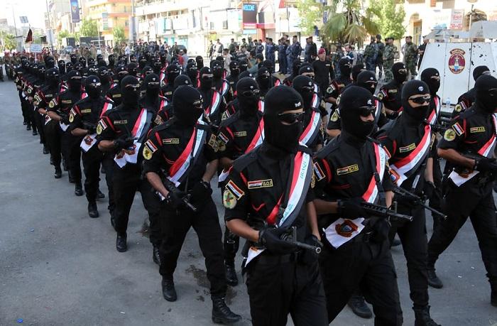 Солдаты отмечают годовщину государственного переворота 1958 года, закончившегося установлением республики в Ираке.