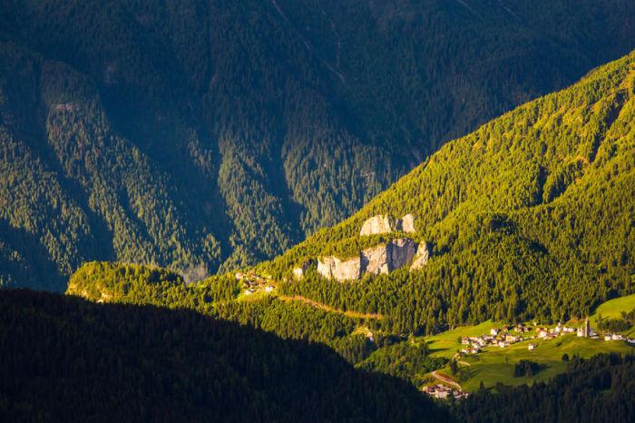 Большое количество курортных поселков можно встретить на склонах гор.