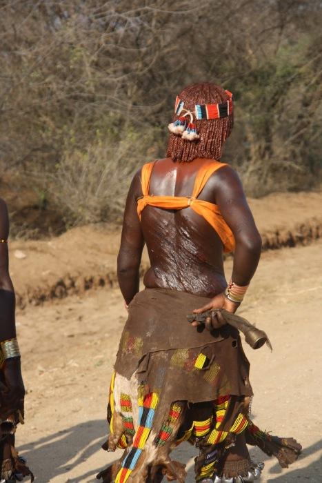Женщины племени хамер добровольно готовы страдать, проходя через обряд шрамирования, чтобы получить хорошего мужа.