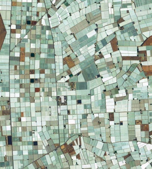 Пластиковые теплицы в Альмерии занимают площадь приблизительно 20 тысяч гектаров земли, и лишь малая часть из них отображена на снимке.