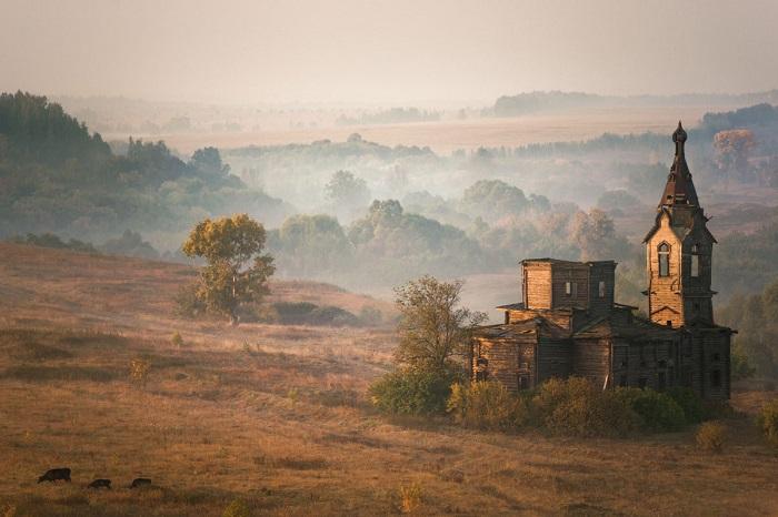 Туманное утро в с. Старая Ерыкла, Ульяновская область, Россия. Фотограф: Valery Romanov.