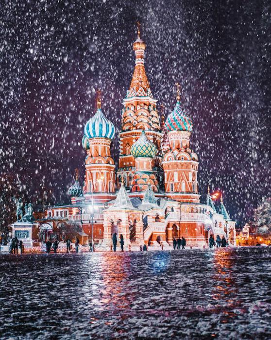 Радостное настроение предновогодней Москвы.