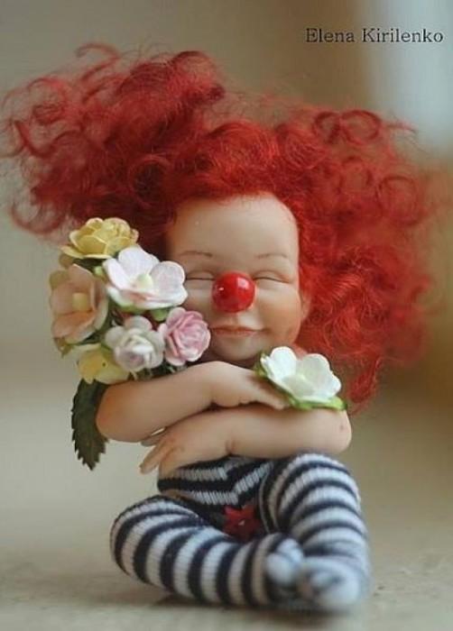 Как приятно получать цветы, даже в столь раннем возрасте.