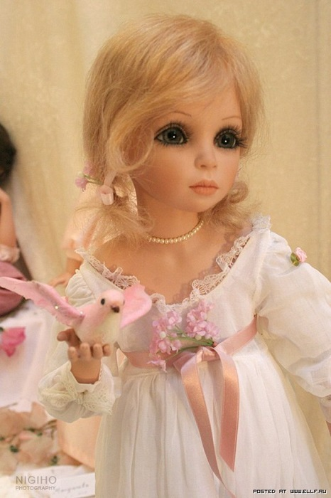 Но стать обладателем такой красоты может не каждый коллекционер, ведь цена на куколок начинается от 2000 евро.