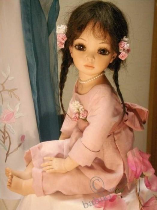 Обычно голову, ручки и ножки для кукол мастерица создает их высококачественного фарфора.