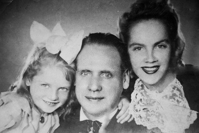Мать была эстрадной певицей, отец - куплетист-чечёточник.   Фото: reactor.cc/.