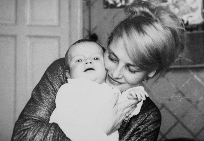 Знаменитая мама с сыном. | Фото: sibmincult.ru.