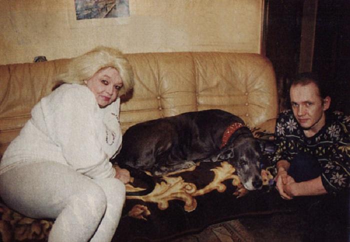 С сыном и домашним любимцем.   Фото: reactor.cc/.