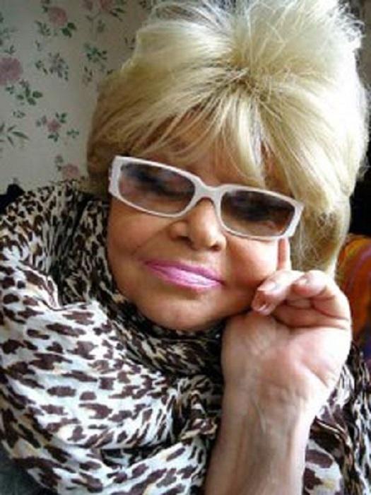 «Когда я здорова, когда я красиво оденусь, когда я накрашена, — я опять все та же, какая была». | Фото: oneoflady.com.