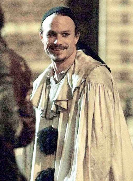 Последняя фотография актера сделана на съемочной площадке фильма «Воображариум доктора Парнаса» за день до смерти от интоксикации, вызванной передозировкой болеутоляющих.