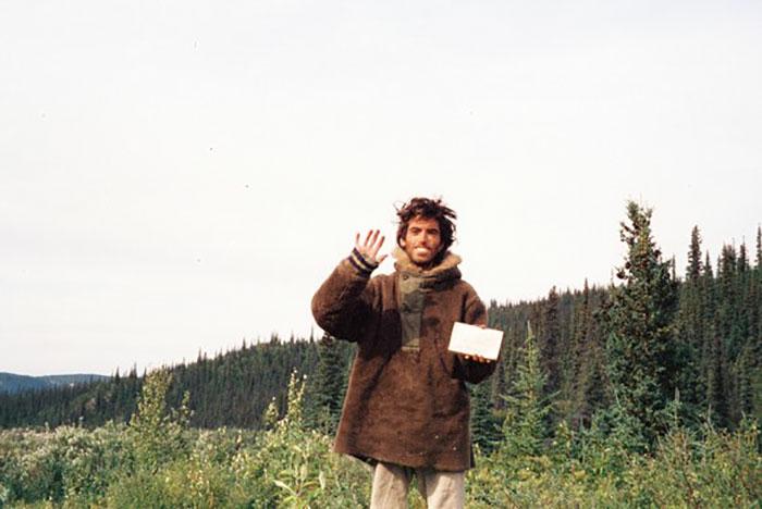 Последний снимок американского путешественника (автопортрет), который в течение 2-х лет жил в диких условиях и умер от истощения.