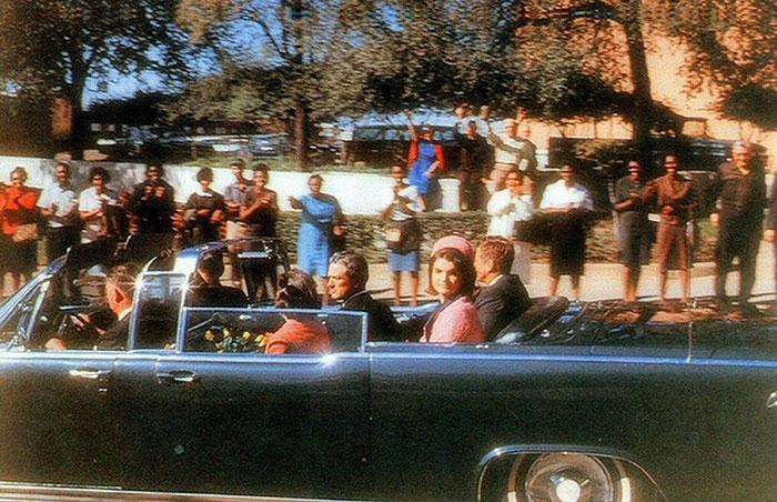 Снимок сделан непосредственно перед убийством 35-го президента США в Далласе 22 ноября 1963 года.
