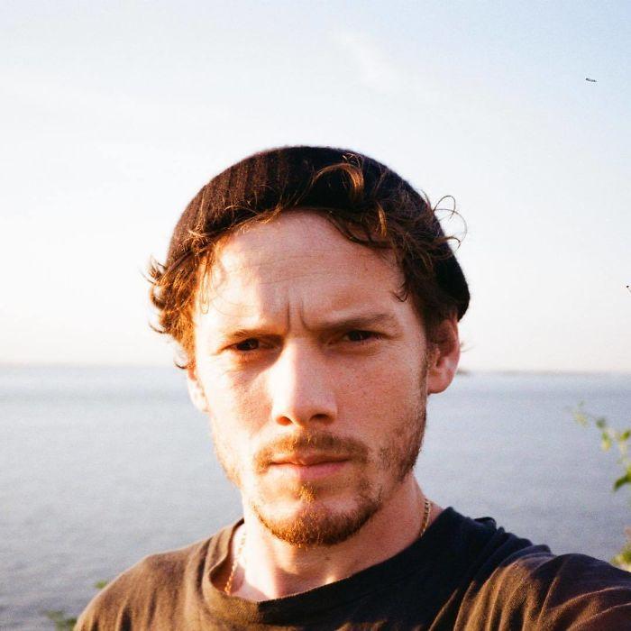 Это селфи, опубликованное в Инстаграме за 3 дня до смерти, стало последним прижизненным снимком американского актера, умершего под колесами собственного автомобиля.