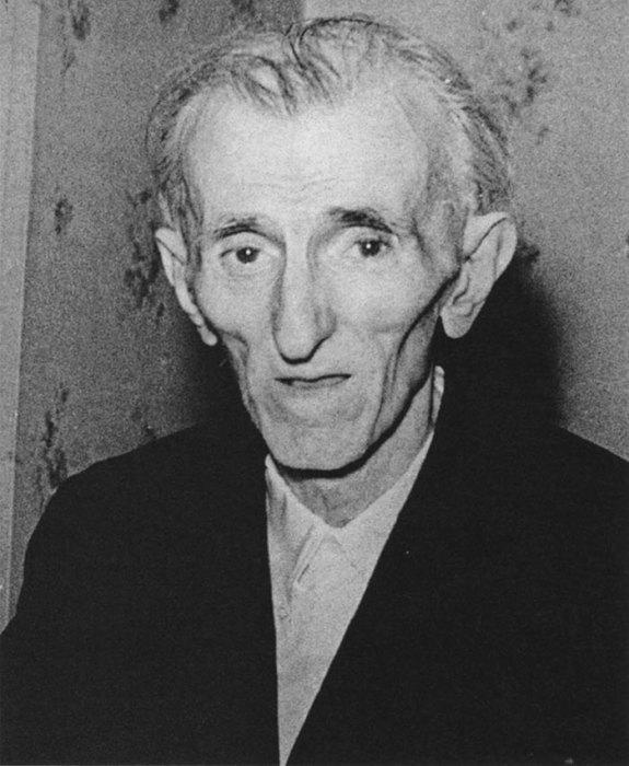 Знаменитый изобретатель умер в одиночестве в гостиничном номере «Нью-Йоркера» в ночь с 7-го на 8-е января 1943 года.