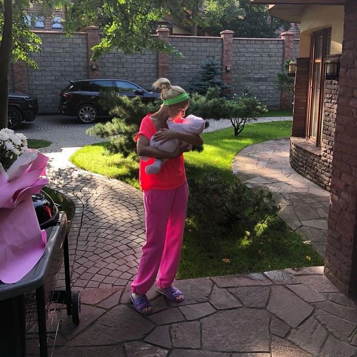 Телеведущая 13 августа во второй раз стала мамой, родив своему супругу дочь Марию. /Фото: hochu.ua