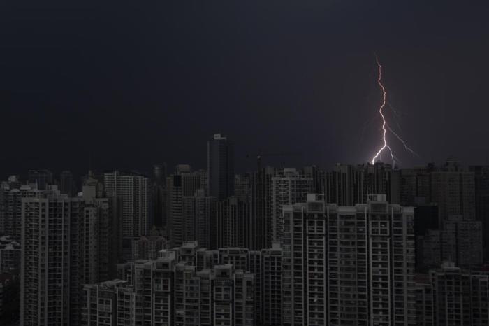 Гроза над центральной частью Шанхая.