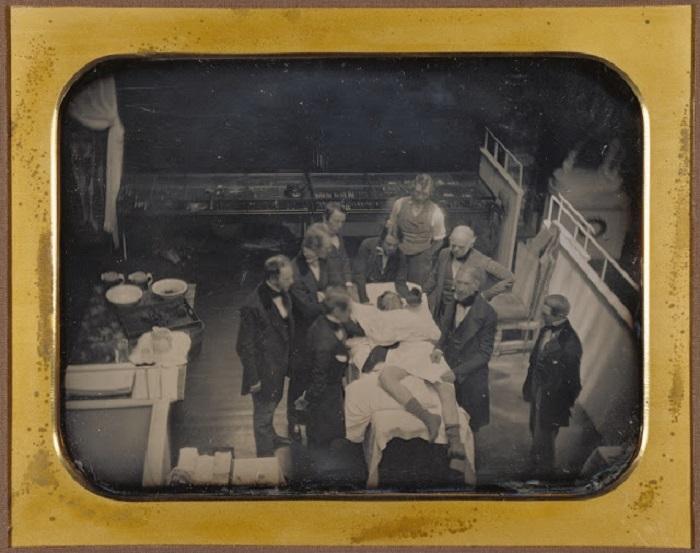 Эфирный наркоз в хирургической практике начали использовать в 1847 году.