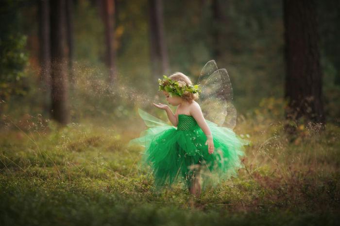 В сказочном лесу среди волшебства.