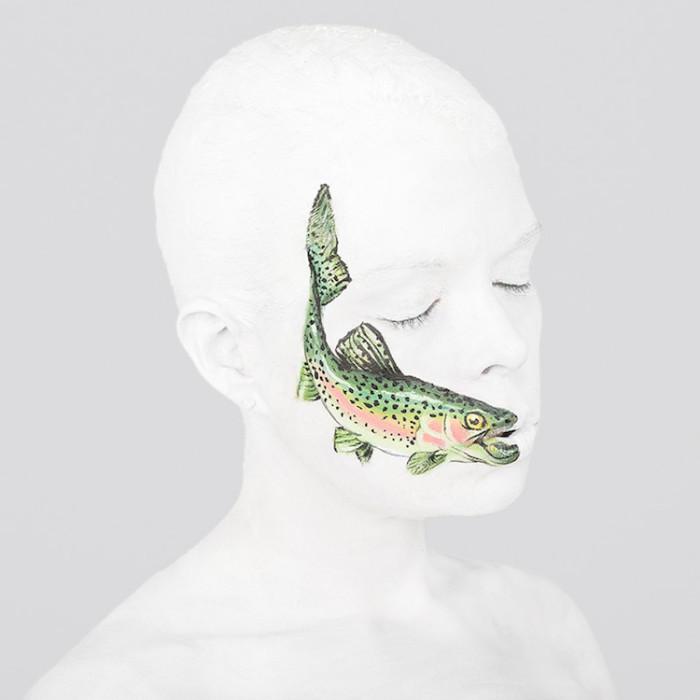 Британская художница Эмма Фей (Emma Fay) использует искусство боди-арта для выражения различных социальных концепций.