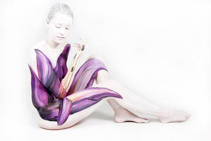 Стараниями немецкой художницы Джесин Марведел (Gesine Marwedel) на человеческой коже появляются удивительные птицы и расцветают красочные цветы.