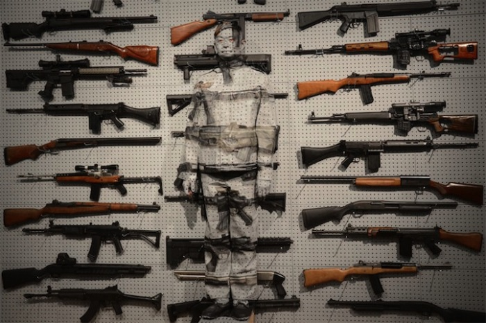 Свое мастерство Лю Болин использует не только как способ самовыражения, но и как своеобразный метод борьбы против властного произвола.