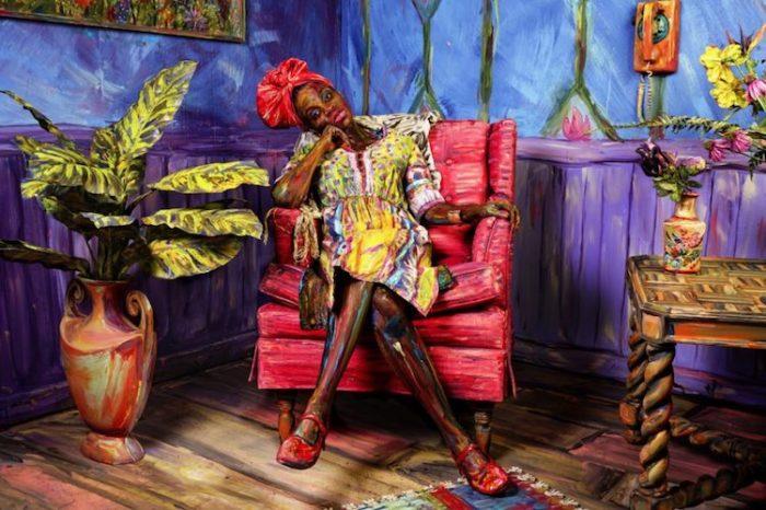 Американская художница Алекса Мид (Alexa Meade) настолько талантливо раскрашивает человеческое тело, что превращает его в яркую и красочную иллюстрацию.
