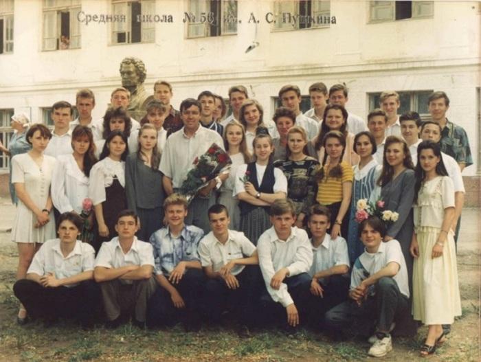 Памятная фотография 11-го класса средней школы №56 имени А. С. Пушкина.