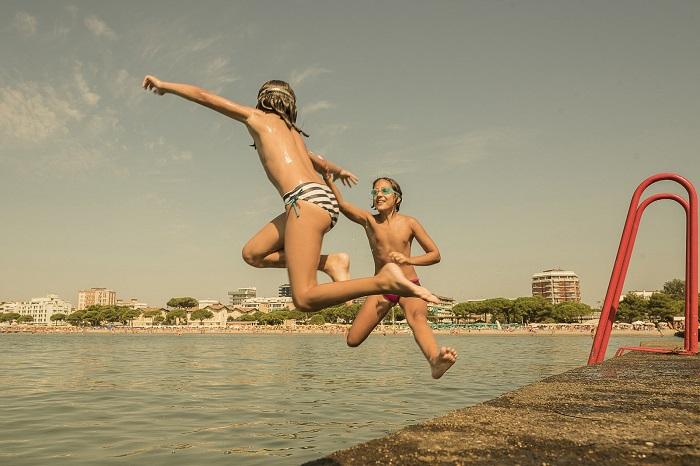 Прыгающие в воду дети. Фотограф: Андреа Россато (Andrea Rossato), Италия.