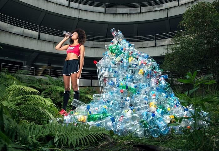 Автор снимка привлекает внимание к проблеме загрязнения Земли. Фотограф: Антонио Реппесе (Antoine Repesse), Франция.