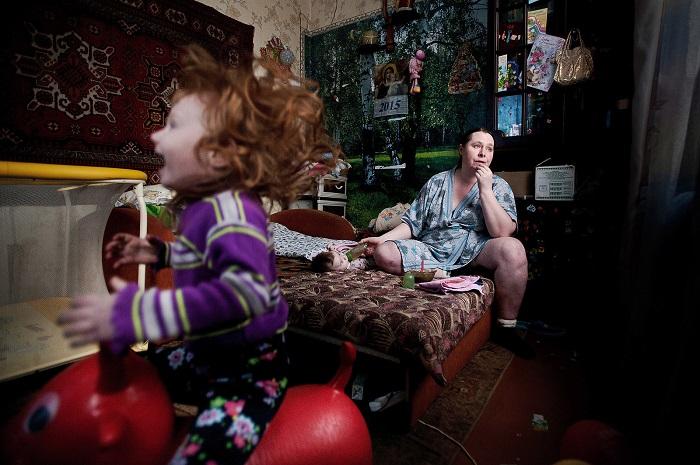 Повседневная жизнь женщины с маленькими детьми. Фотограф: Антон Уницын (Unitsyn Anton), Россия.