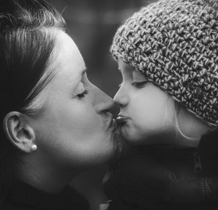 Человек, который любит тебя больше жизни - мама.