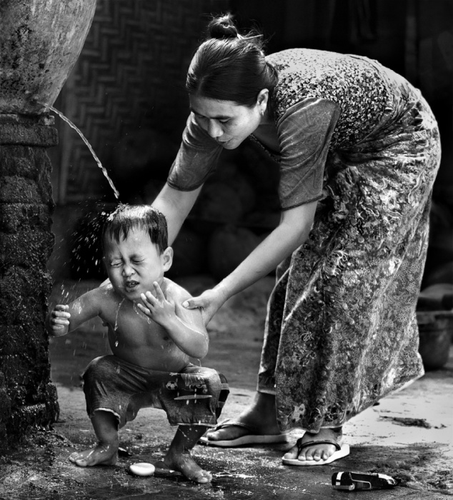 Мама - это человек, который может заменить всех, <i>мама</i> но её никто и никогда заменить не сможет.