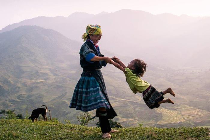 Участие в игре мамы, дает возможность почувствовать ребёнку, что она самый родной и близкий человек.