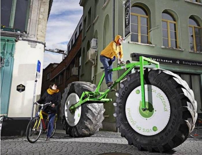 Бельгиец Джефф Питерс сконструировал велосипед весом 860 килограммов, высота которого достигает 2,26 метра, а длина — 5,03 метра.