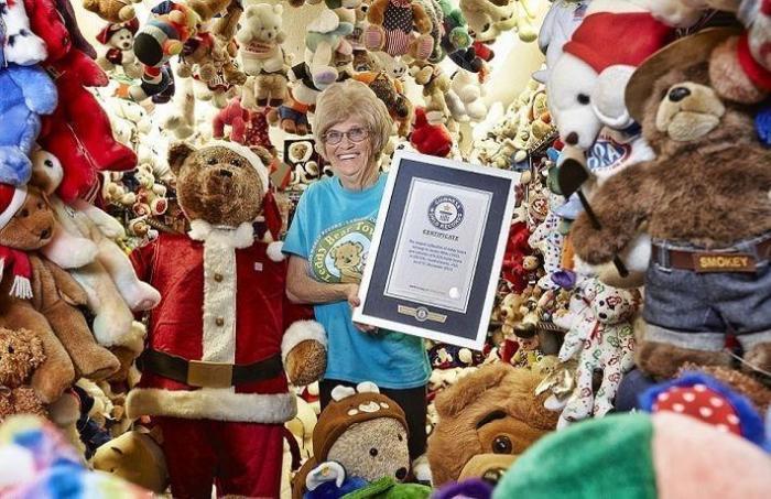 Уникальная коллекция из 8026 плюшевых медвежат, принадлежит Джеки Майли из США, которая хранится в доме под названием Teddy Bear Town.