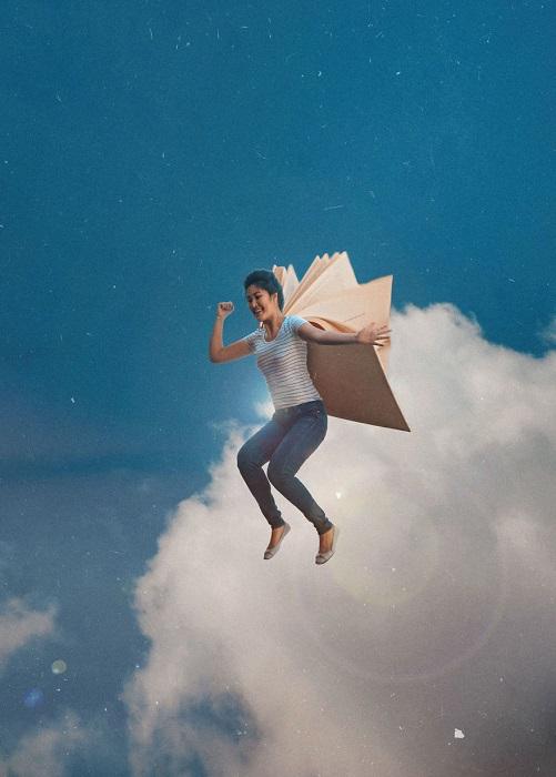 Полет с помощью книжных крыльев.