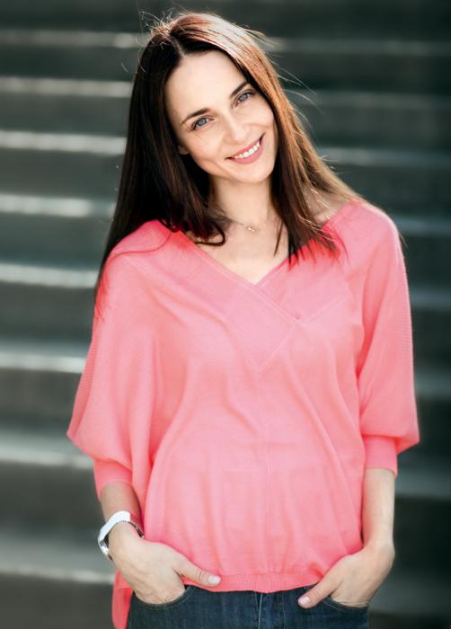 Российская актриса, запомнившаяся по сериалам «Участок», «Есенин», «Татьянин день», «Общая терапия», «Я не вернусь», «Процесс», «Исчезнувшая», а также фильму «Пушкин.