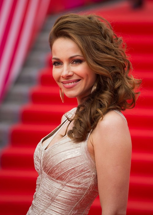 Российская актриса театра и кино, певица, заслуженная артистка России.