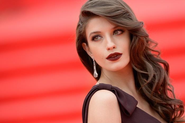 Российская актриса театра и кино, которая привлекла внимание зрителей характерными ролями в «Уходящей натуре» и «Оттепели».