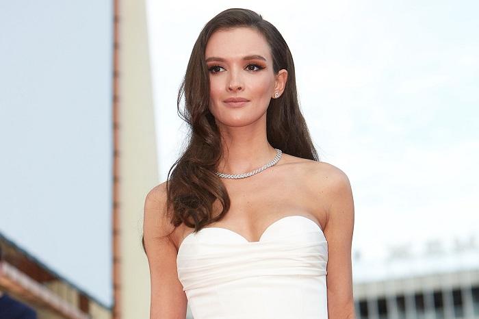 Российская актриса театра и кино, певица, известна благодаря сериалу «Оттепель», фильму и сериалу «Саранча», сериалу «Метод».