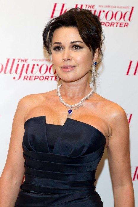 Популярная российская актриса театра и кино, телеведущая, наиболее известна по роли Вики Прутковской в успешном ситкоме «Моя прекрасная няня».