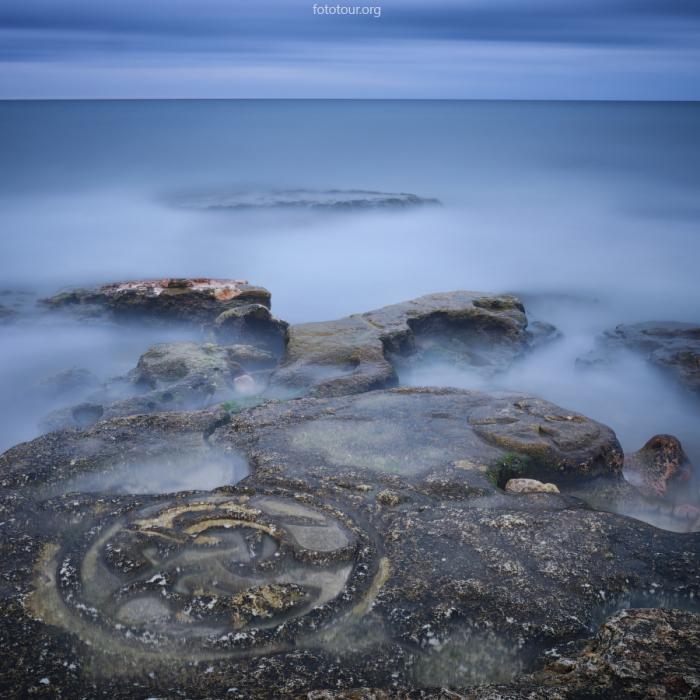 Вершины мистических гор, окутанные густым туманом. Автор фотографии: Анатолий Гордиенко.
