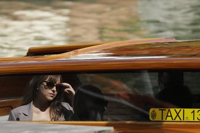 Американская актриса и модель Дакота Джонсон (Dakota Johnson), прибывшая на знаменитый кинофестиваль в Венеции.