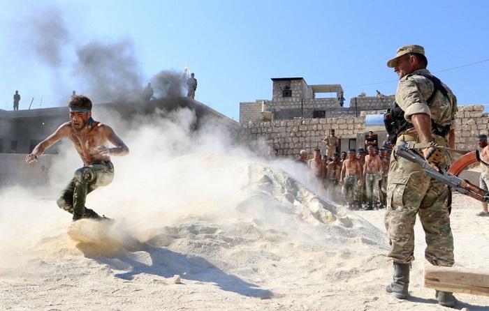 Проведение военной подготовки сирийских боевиков недавно сформированного Фронта национального освобождения.