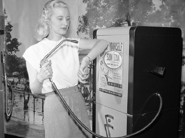 Аппарат для автозагара появившийся в 1949 году.