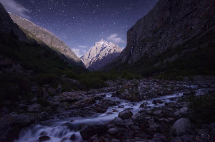 Лунная ночь в Белогорском ущелье. Киргизия.