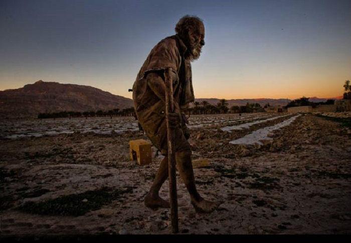 Аму Хаджи чувствует себя счастливым, несмотря на отсутствие имущества и нормального жилья.