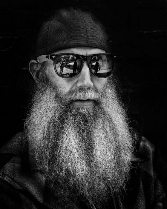 Мужчина в солнцезащитных очках. Фотограф: Русс Элкинс (Russ Elkins).